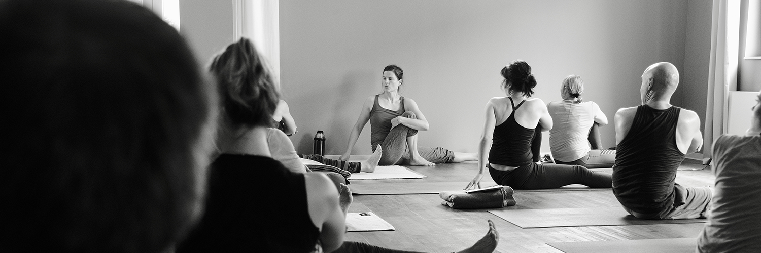 "Anna Rossow ""Adjustment Workshop"" - am 13./14.06.2020 in Herdecke • Yogability"