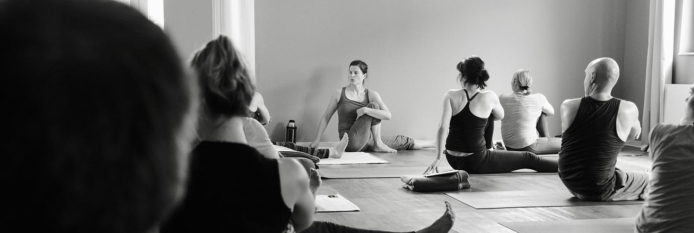 "Anna Rossow ""Adjustment Workshop"" - am 13./14.06.2020 in Herdecke • Yogability"
